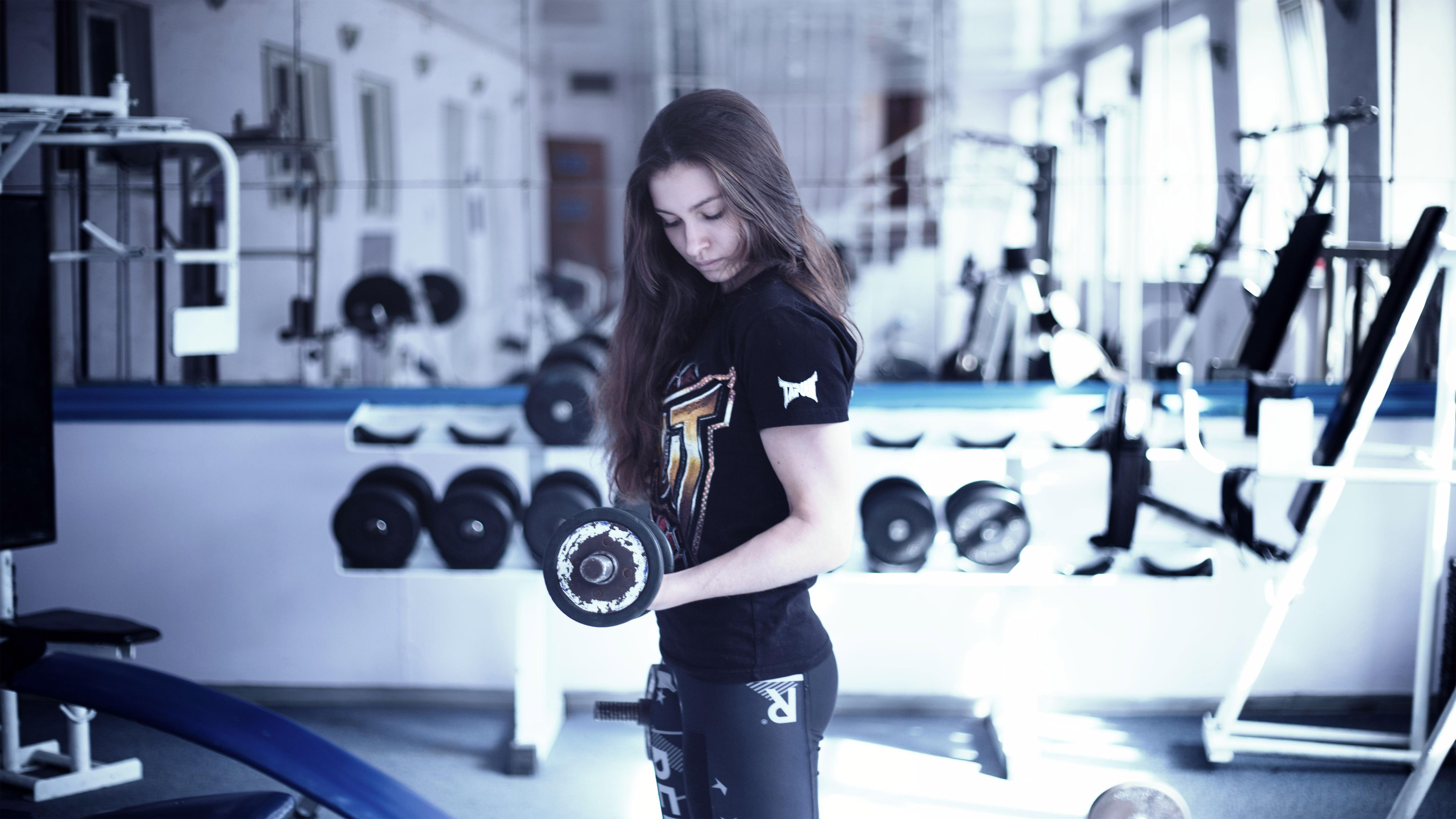 woman-lifting